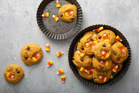 Candy corn and chocolate pumpkin cookies 版權商用圖片