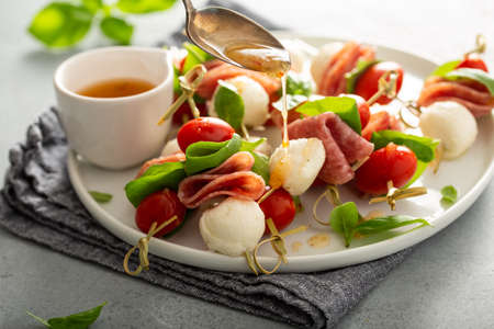 Italian style appetizer, caprese on a stick Banque d'images