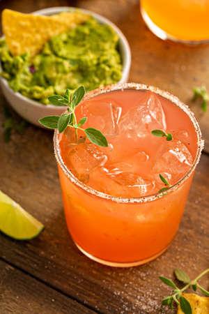 Spicy grapefruit margarita with chips and guacamole 版權商用圖片