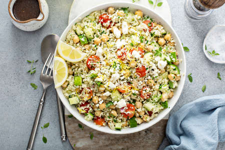 Healthy low carb salad with cauliflower rice and chickpeas 版權商用圖片