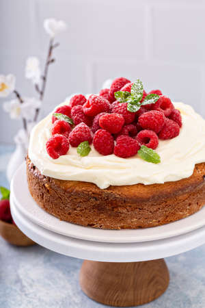 Simple summer cake with raspberries and frosting