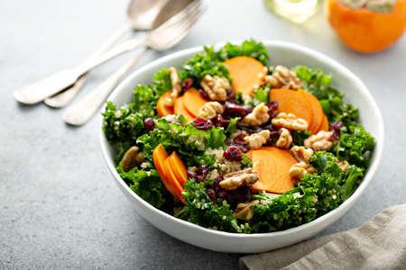 Fall salad with kale, walnuts and persimmon 版權商用圖片