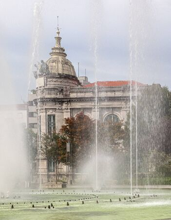 Braga, Portugal. Fountains at Medieval Republic Square or Praca da Republica known as Arcade. 版權商用圖片 - 140586087
