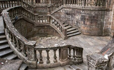 The beautiful staircase on the entrance of the Church of San Martino Pinario - Santiago de Compostela, Galicia, Spain 版權商用圖片 - 143512552
