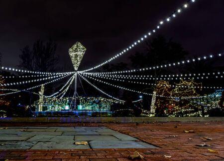 Philadelphia, Pennsylvania - Christmas decorations and lighting of Franklin Square at night 版權商用圖片