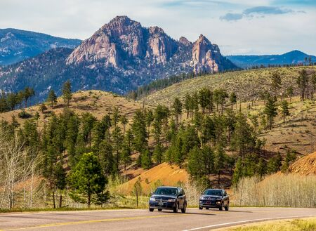 Scenic springtime Colorado landscape near Wellington Lake with two cars on the road 版權商用圖片