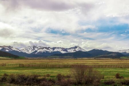 Scenic view of snowy Colorado Mountains near Fairplay, Colorado 版權商用圖片 - 147843030