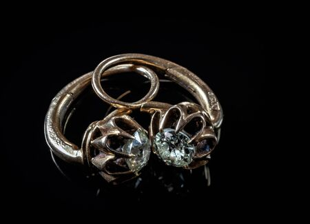 Beautiful vintage earrings with small diamonds on black background 版權商用圖片 - 149833992