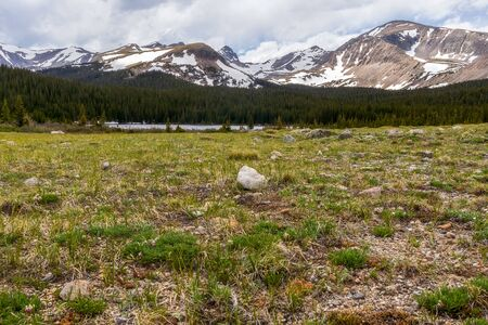 Brainard Lake and Indian Peaks near Nederland, Colorado, on a spring day 版權商用圖片 - 149413918