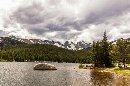 Brainard Lake and Indian Peaks near Nederland, Colorado, on a spring day 版權商用圖片 - 149406404