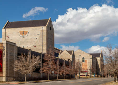 Newman Center for the Performing Arts viewed from the street in Denver, Colorado 版權商用圖片