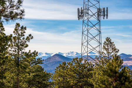 Communication tower with pine trees and the mountain ridge in the background. Lookout Mountain Nature Center and Preserve, Golden, Colorado. 版權商用圖片