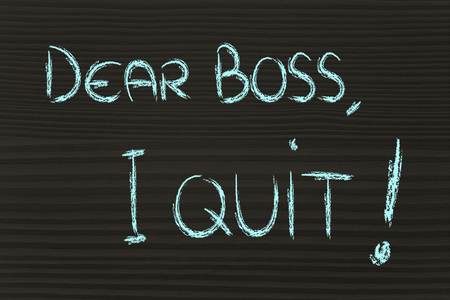 craie écrits sur le tableau noir: Cher patron j'arrête