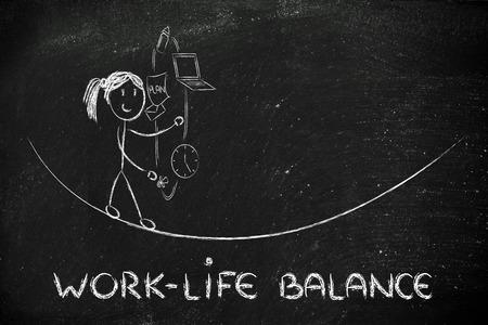 madre trabajadora: equilibrio trabajo-vida: malabares madre que trabaja con PC y el chupete Foto de archivo