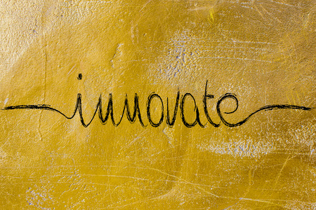innoveren: innoveren, minimalistische handschrift kalligrafie Stockfoto