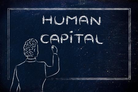 capital humano: profesor (o ceo) escrito en la pizarra explicando sobre el capital humano Foto de archivo