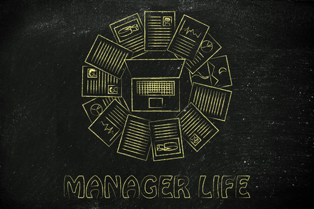 moltitudine: l'organizzazione e la pianificazione le attivit� di: computer portatile e una moltitudine di documenti Archivio Fotografico