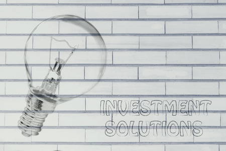 investment solutions: brilliant ideas for investment solutions, illustration with real lightbulb Foto de archivo