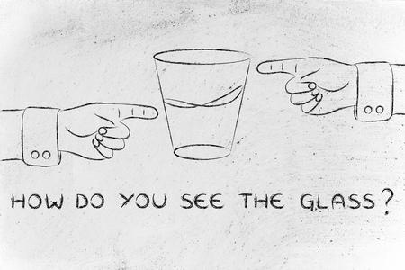 Comment voyez-vous le verre: les mains pointant côtés plein et à moitié vide à moitié Banque d'images - 48354782