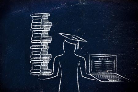 Los estudiantes graduados que sostienen una gran pila de libros y un ordenador portátil con el proyecto de tesis Foto de archivo