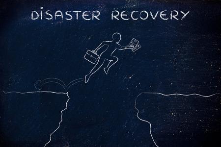 災害復旧: ビジネス プランおよびラップトップ袋を保持している崖の上の実業家 jumpying