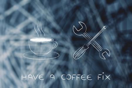 lustige Kaffeeklammer: Tasse neben Schraubenschlüssel und Schraubenzieher Standard-Bild