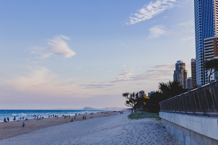 GOLD COAST, AUSTRALIA - January 2nd, 2014: the beach and landscape in Surfers Paradise on the Gold Coast, a popular destination in Queensland 新聞圖片