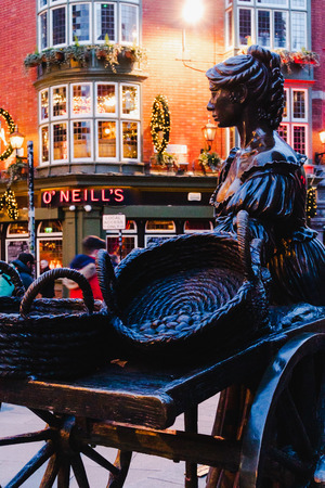 DUBLIN, IRELAND - December 19th, 2018: famous statue of Molly Malone in Dublin city centre, the protagonist of a popular traditional folklore song Sajtókép