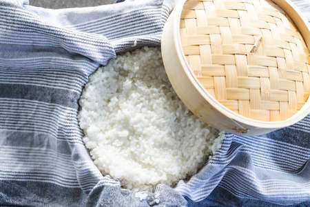 simple food ingredients concept, sticky sushi rice in traditional asian bamboo steamer Stockfoto