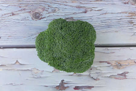 Top view of broccoli on wooden background. Imagens