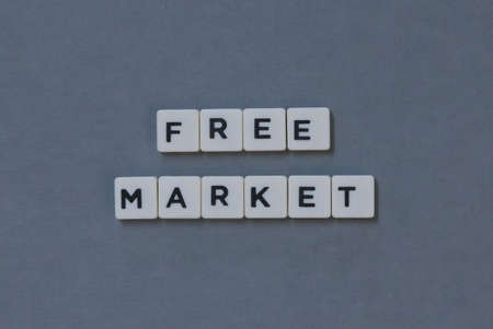 Free Market  word made of square letter word on grey background. Imagens
