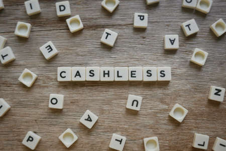 Cashless word made of square letter word on wooden background. Banque d'images - 144127853