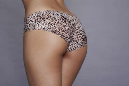 culo donna: Belle donne culo con stampa leopardo collant