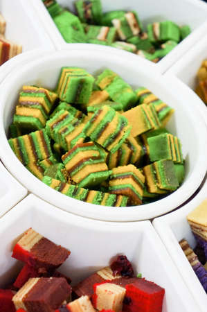 to cake layer: Tradizionale Sarawak Layer Cake