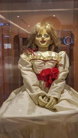 KUALA LUMPUR, MALAISIE - 20 JUILLET 2019: Réplique d'Annabelle lors de la promotion du roadshow, Annabelle est un film d'horreur surnaturel américain de 2014 de The Conjuring Éditoriale