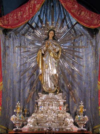 immaculate: La estatua de la Inmaculada Concepci�n venerada en Cospicua, Malta Foto de archivo