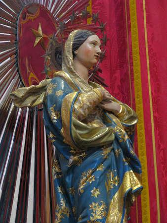 immaculate: Una estatua de la Inmaculada Concepci�n en Rabat, Malta