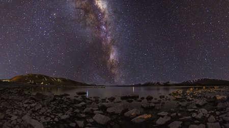 milky way: Milky Way Panorama in Lake Tekapo, Nieuw-Zeeland