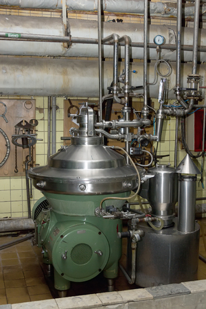 reverse: Industrial filter, a hot spot of wine raw materials in the factory