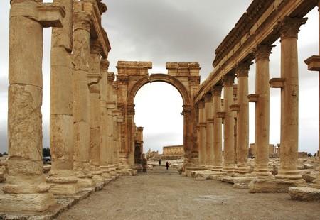 Syryjski: Widok Palmyra w Syrii pustyni