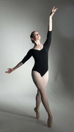 Ballerina Posing in a Studio Setting Zdjęcie Seryjne