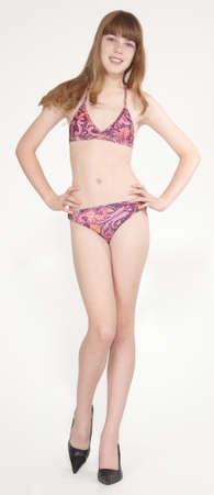 tacones: Muchacha adolescente en un bikini Foto de archivo