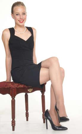 pantimedias: Elegante chica adolescente en vestido de Negro y Tacones