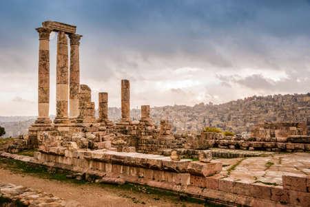 Rovine romane del tempio di Ercole con colonne nella collina della cittadella di Amman, Giordania, Medio Oriente Archivio Fotografico