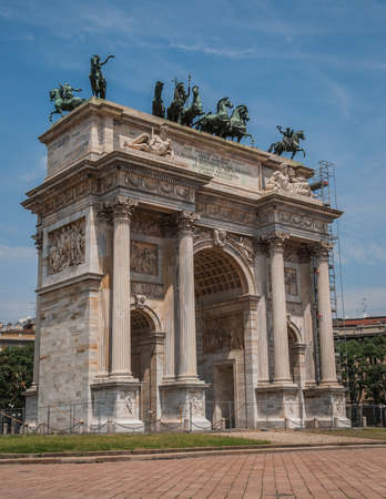 Arch of Peace, or Arco della Pace, city gate in the centre of the Old Town of Milan, Lombardia, Italy