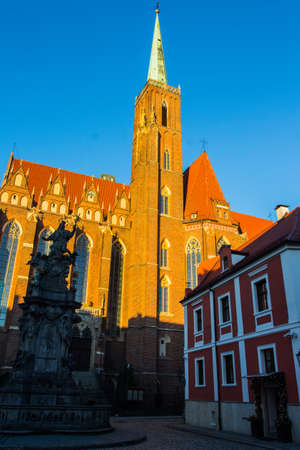 Collegiate Church of the Holy Cross and St. Bartholomew at sunset, Wroclaw. Poland 版權商用圖片 - 130731501