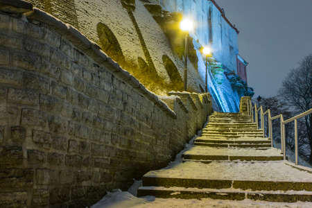 Patculi Stairs - Historic stairs in Tallinns Old Town in the winter at night. Estonia 版權商用圖片