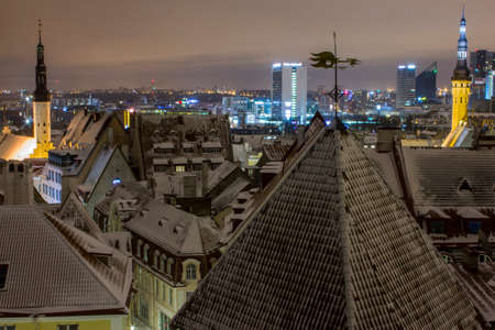 Night view of the Old Town of Tallinn from the high point of the winter. Estonia 版權商用圖片