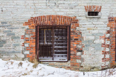 Window in the brick wall of the Battery Prison in Tallinn in winter. Estonia 版權商用圖片