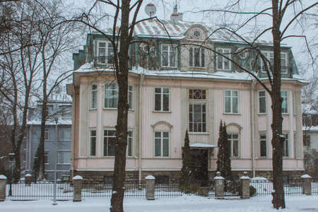 Snowfall in Tallinn. Historic house on the street in winter season. Estonia 版權商用圖片